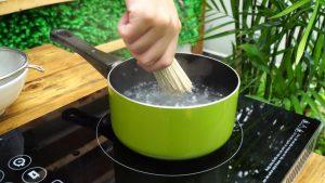 mì ăn dặm hữu cơ Men No Sato với thịt gà và nước Dashi 4
